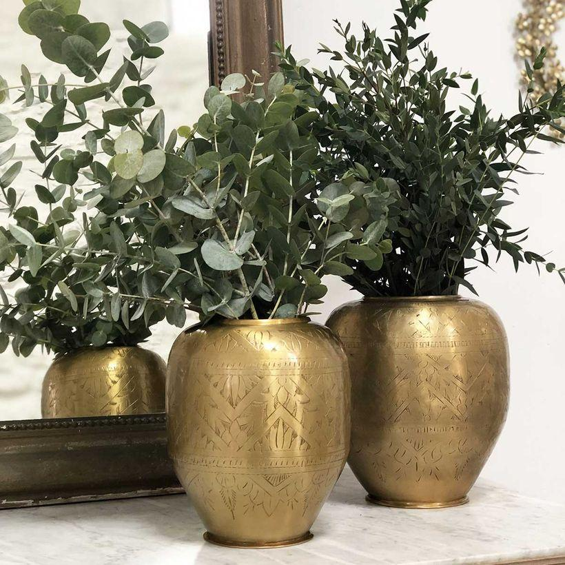 vase en aluminium motifs gravés