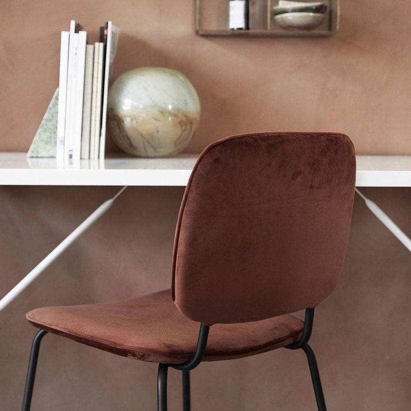 Chaise en velours terracotta piètement en métal noir (par 2)