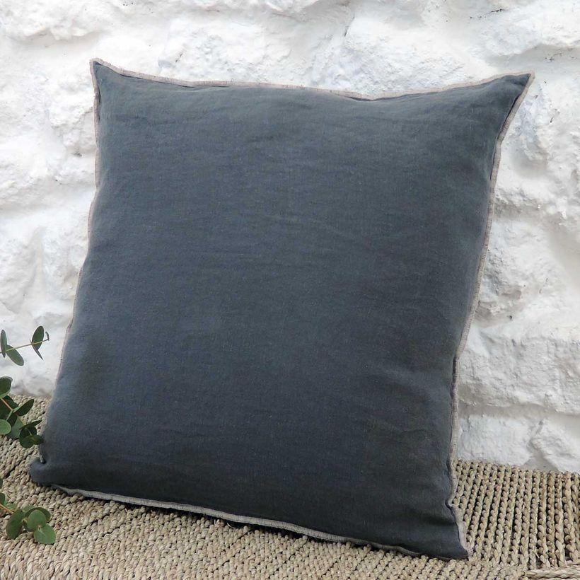 Coussin en lin lavé gris anthracite surjet sable- 45x45cm