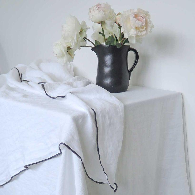 Nappe ou rideau en lin lavé blanc surjet charbon 170x300cm