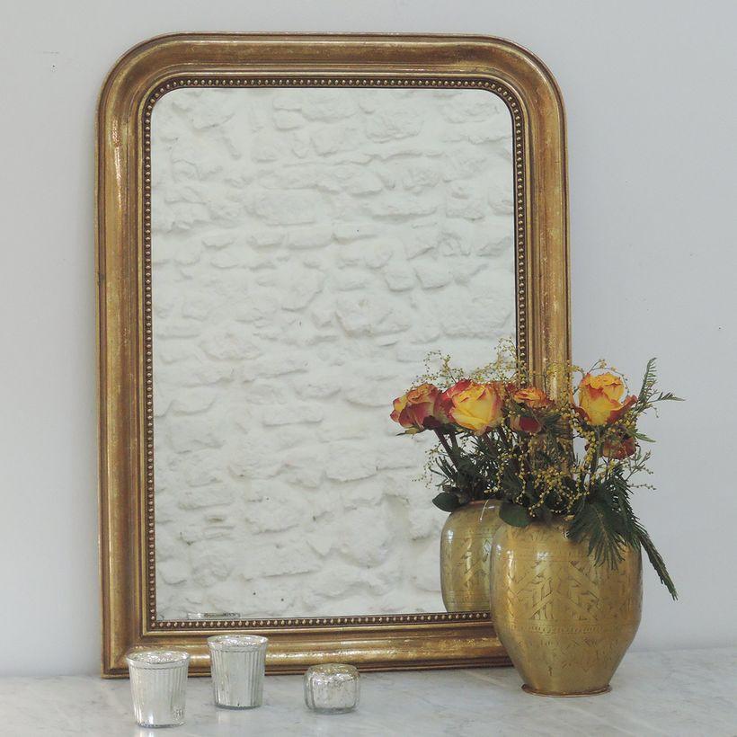 Miroir trumeau mouluré frise perles finition dorée mate