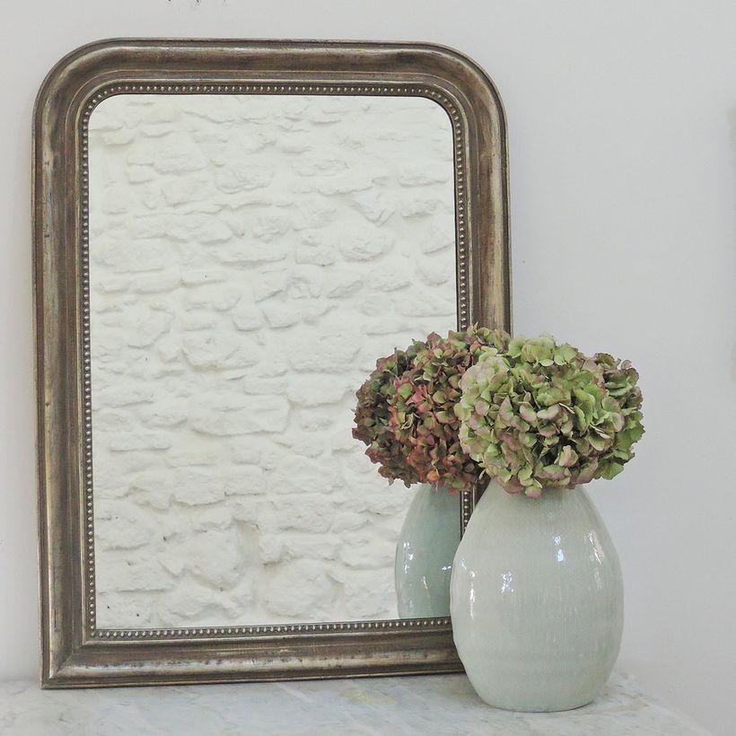 Miroir trumeau mouluré frise perles finition patine vert de gris silver mat